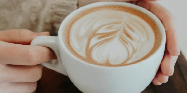coffee-cup-holding-hand